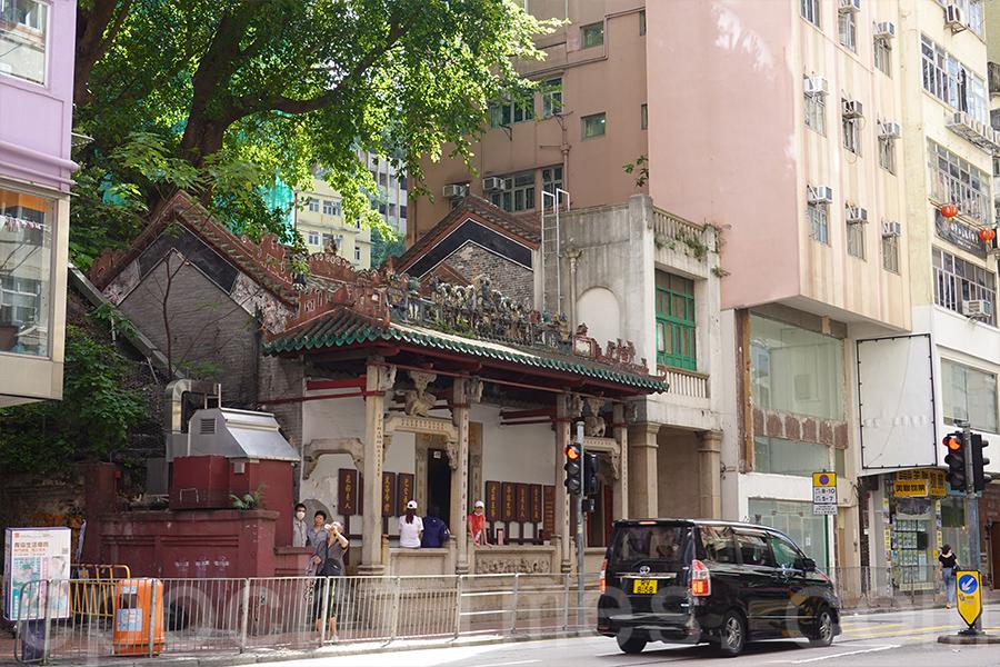 在「灣仔歷史線」中,介紹香港一級歷史建築灣仔洪聖廟。(曾蓮/大紀元)