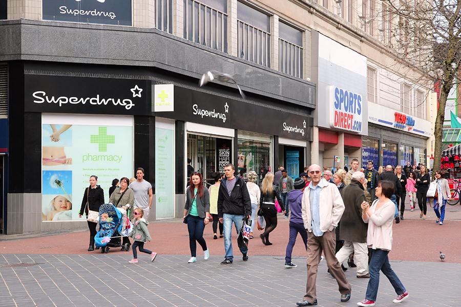 個人護理零售商Superdrug和折扣連鎖店Savers均屬屈臣氏集團所有。(Tupungato / Shutterstock)