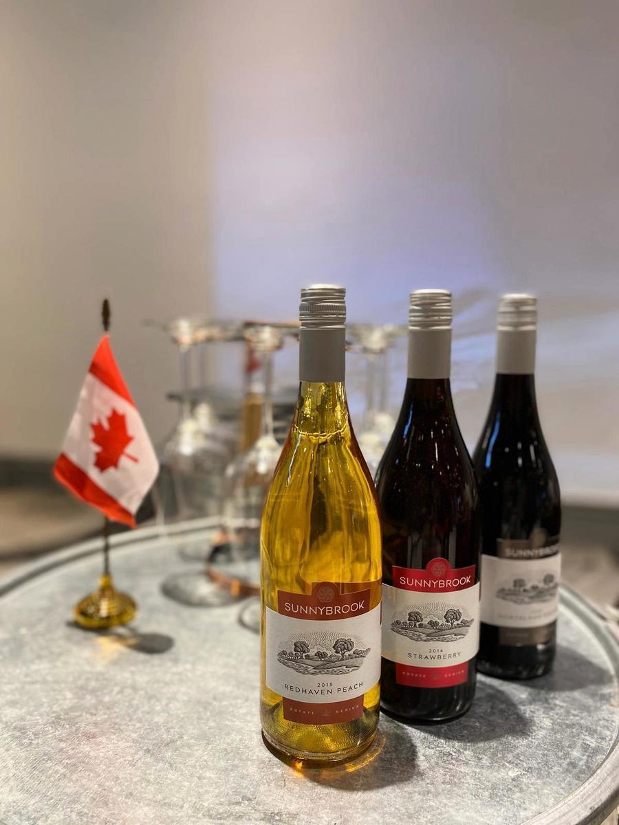 來自加拿大安大略省濱湖尼亞加拉小鎮的森尼堡酒莊的果酒。(公關提供)