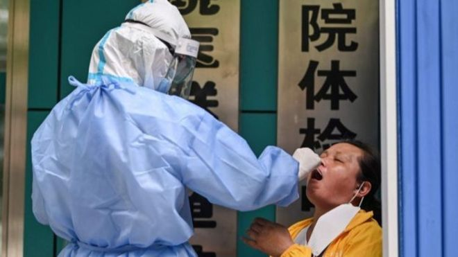 香港核酸檢測的價格是深圳的五倍。(GETTY IMAGES)