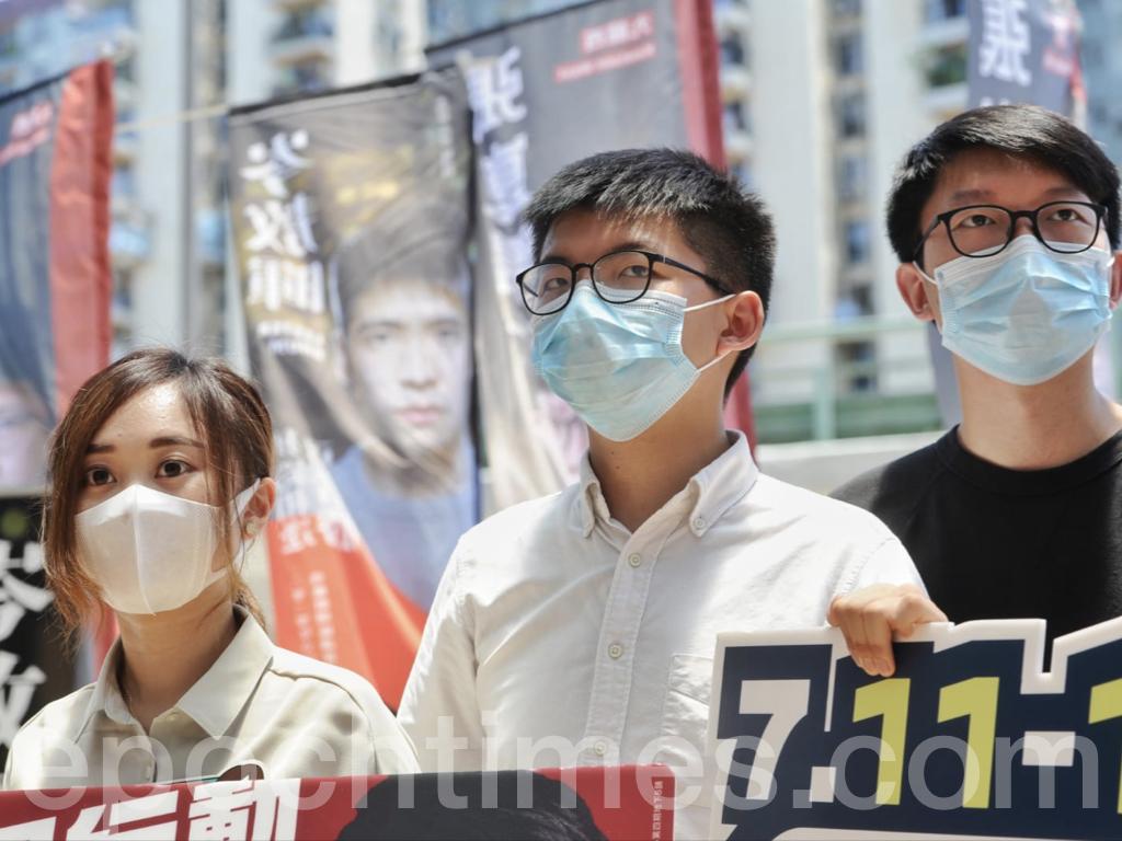 今日(7月12日),民主派立法會選舉35+初選進入第二日,在美孚的張崑陽街站,前香港眾志秘書長黃之鋒也前來支持,他表示,今日可能是民主選舉的最後一次機會,今日不投票9月6日恐無機會再投票。他呼籲選民儘快投票,讓抗爭有更大民意基礎頂住共產黨的清算。圖為黃之鋒在張崑陽的街站。(宋碧龍 / 大紀元)