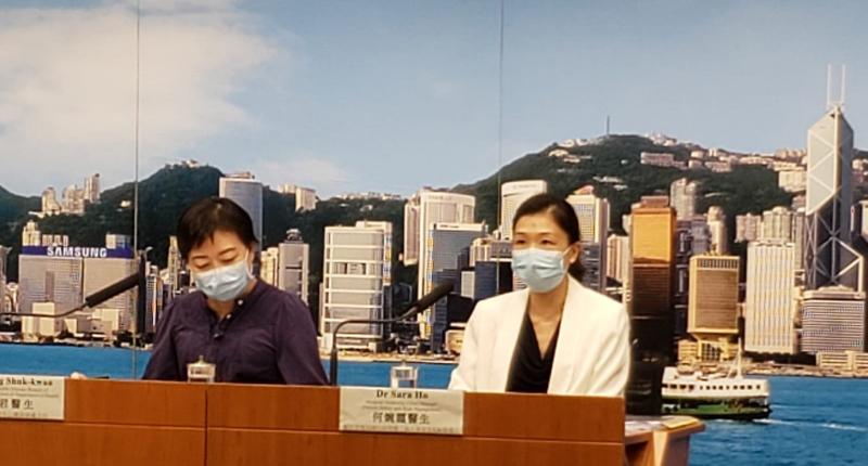 本港昨日新增38宗確診個案,當中30宗為本地個案。衛生防護中心傳染病處主任張竹君(左)形容,本港疫情發展有點失控,不易停止。(郭威利/大紀元)