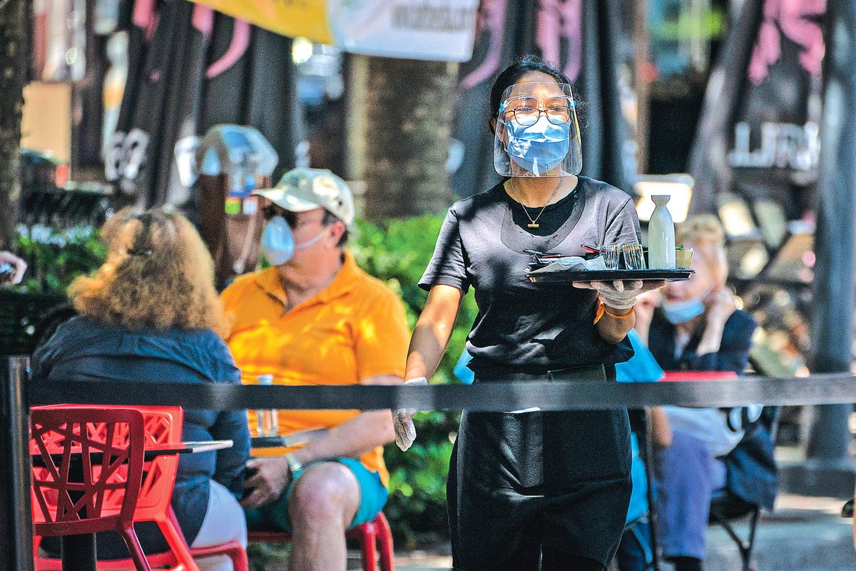 病毒通過微粒進行空氣傳播,意味著口罩將成為社會的常態。但即使如此也無法徹底阻斷病毒傳播。(Getty Images)