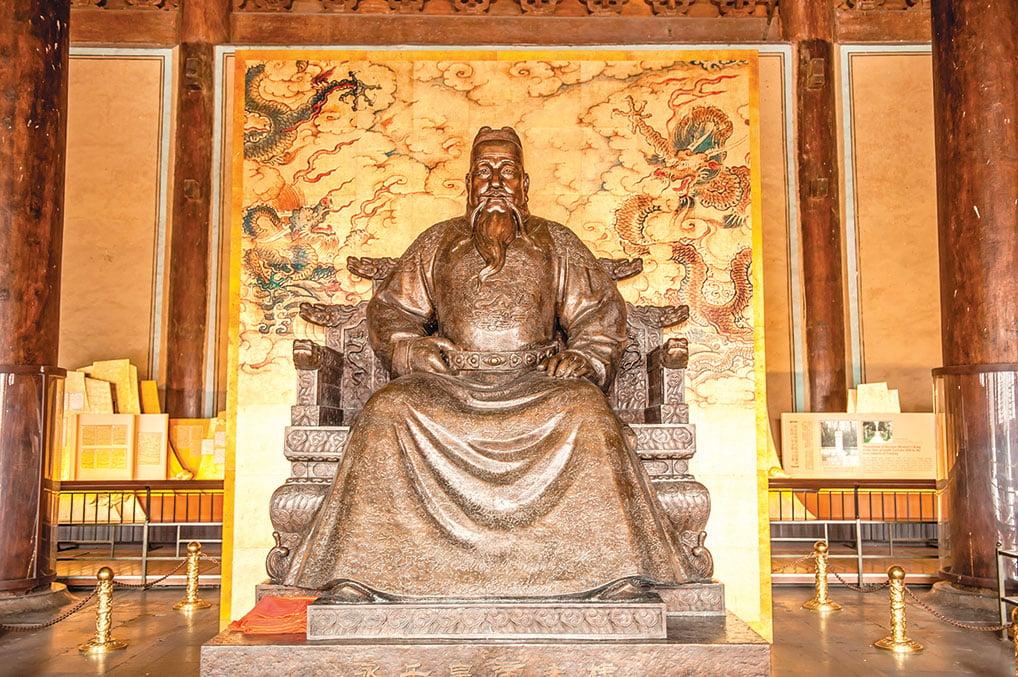 承天命之太平天子「永樂大帝」塑像,於北京明十三陵長陵。(Shutterstock)