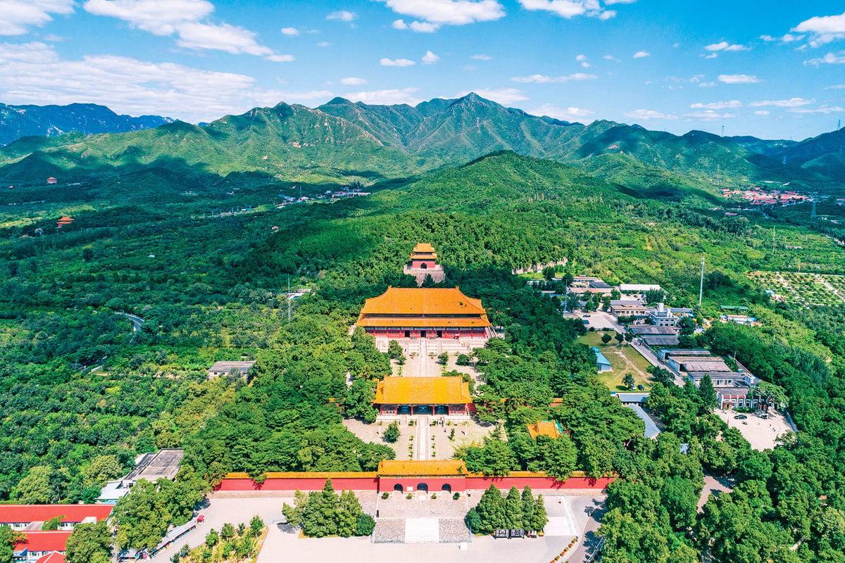 明成祖朱棣的陵墓「長陵」,是永樂皇帝建北京皇宮(故宮)的第三年(公元1409年)即開始興建的「壽宮」。工程浩繁,永樂十三年(公元1413年)才完工。(Shutterstock)