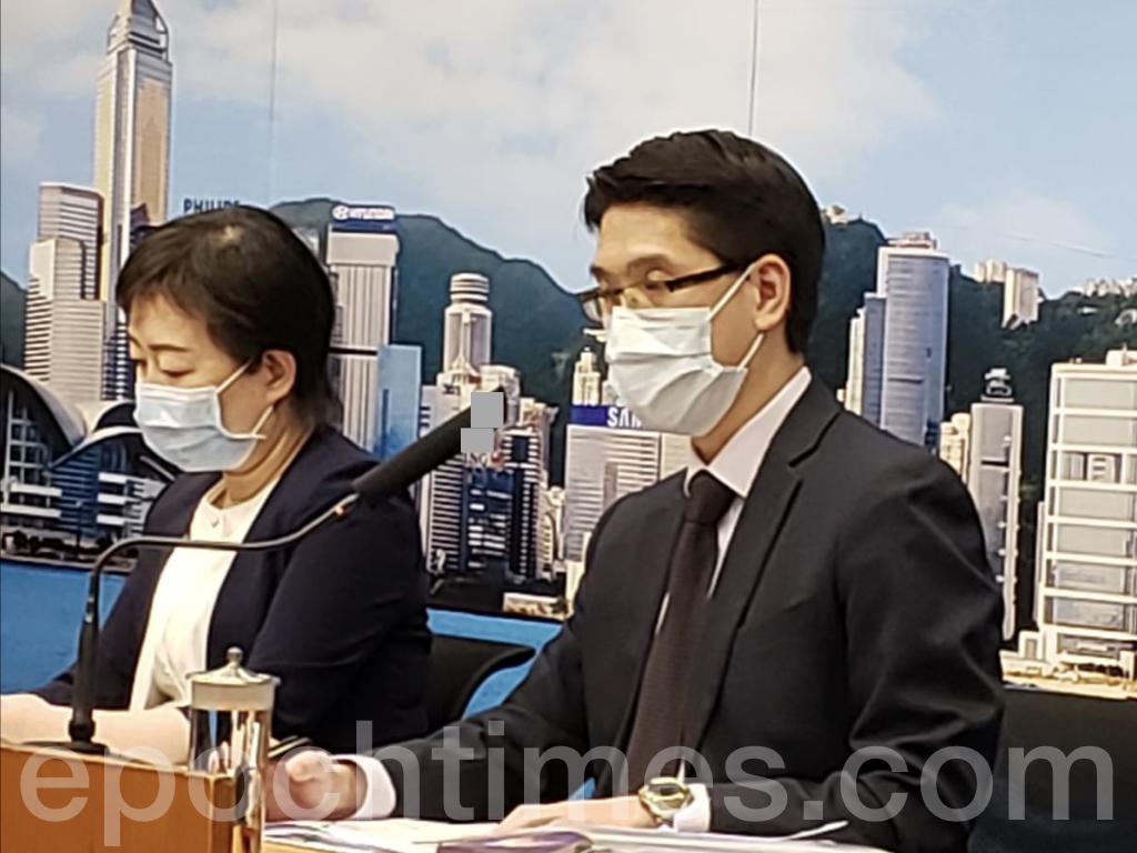 醫管局總行政經理劉家獻醫生(右)提到,接獲紅十字會報告,1名曾經去過西九龍捐血中心捐血的人士確診染疫。(Bill/大紀元)