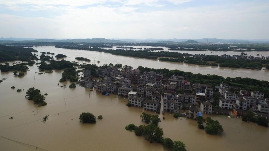 長江部份流域水量超1998年洪峰 鄱陽湖圩堤多次決口