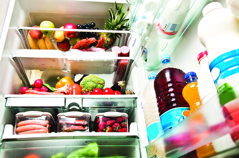 冰箱存放著各種生食和熟食