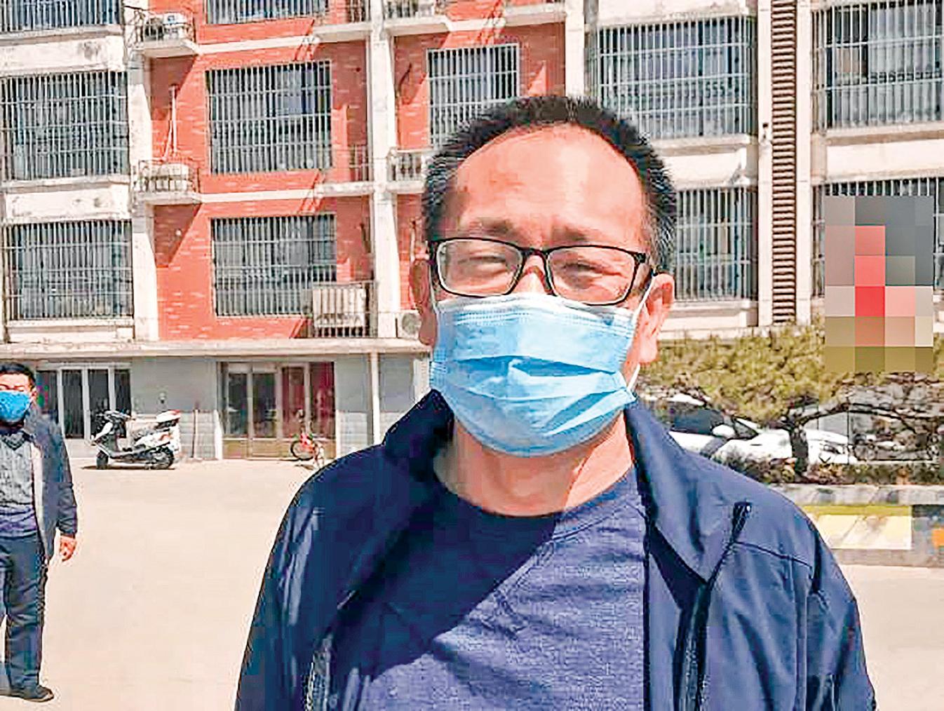709案五周年之際,被中共殘酷迫害長達5年的王全璋律師展開維權行動,通過郵寄的方式向中共北京朝陽區法院等部門遞交了申訴書、控告狀等。圖為4月20日,剛從監獄被釋放出來王全璋律師在濟南。(推特照片)