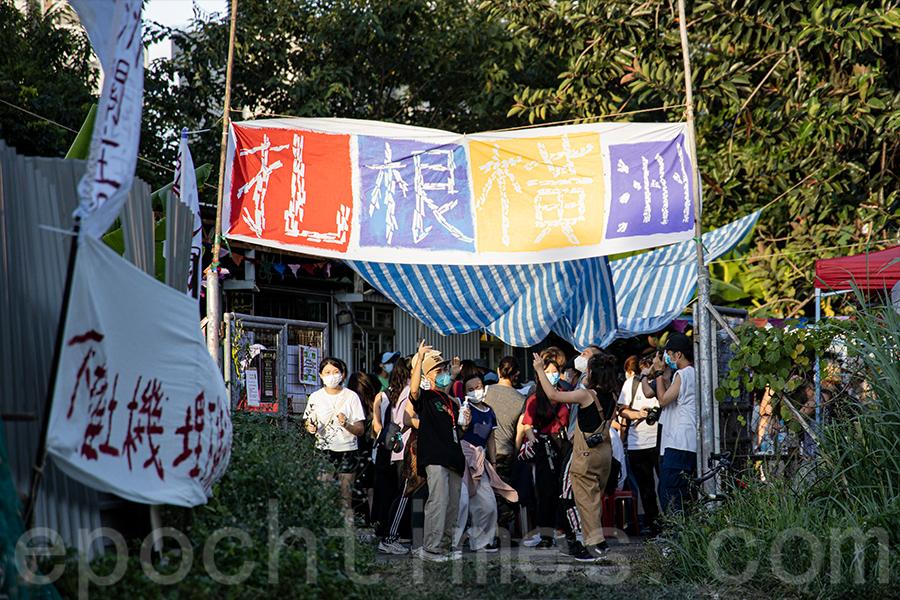 今年的「大樹菠蘿節」吸引了不少公眾參與活動。(陳仲明/大紀元)