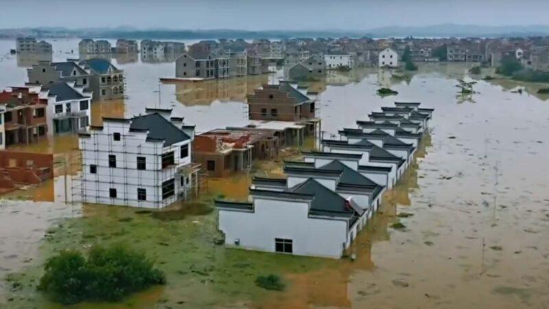 長江下游鄱陽縣已有多處堤壩決口,遭遇特大洪災。(影片截圖)