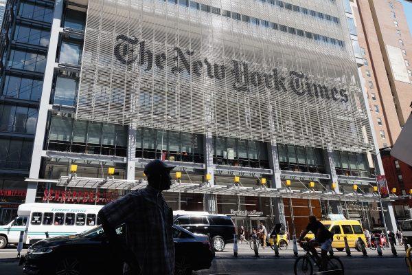 《紐約時報》因擔憂「港版國安法」實施對報業造成的影響,決定把現在香港的數碼新聞業務轉移至南韓首爾。圖為《紐約時報》在美國。(Mike Coppola/Getty Images)