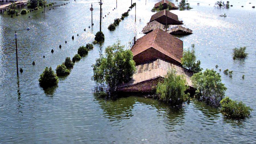 家中水淹1.5米深仍不肯走