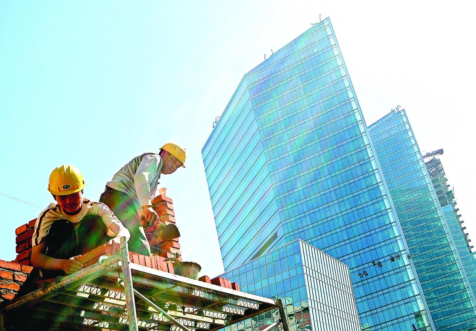 最近,中國財長樓繼偉公開發言,要徵收房產稅,方案已經在路上,大概將於2017年公佈或開徵。(Getty Images)