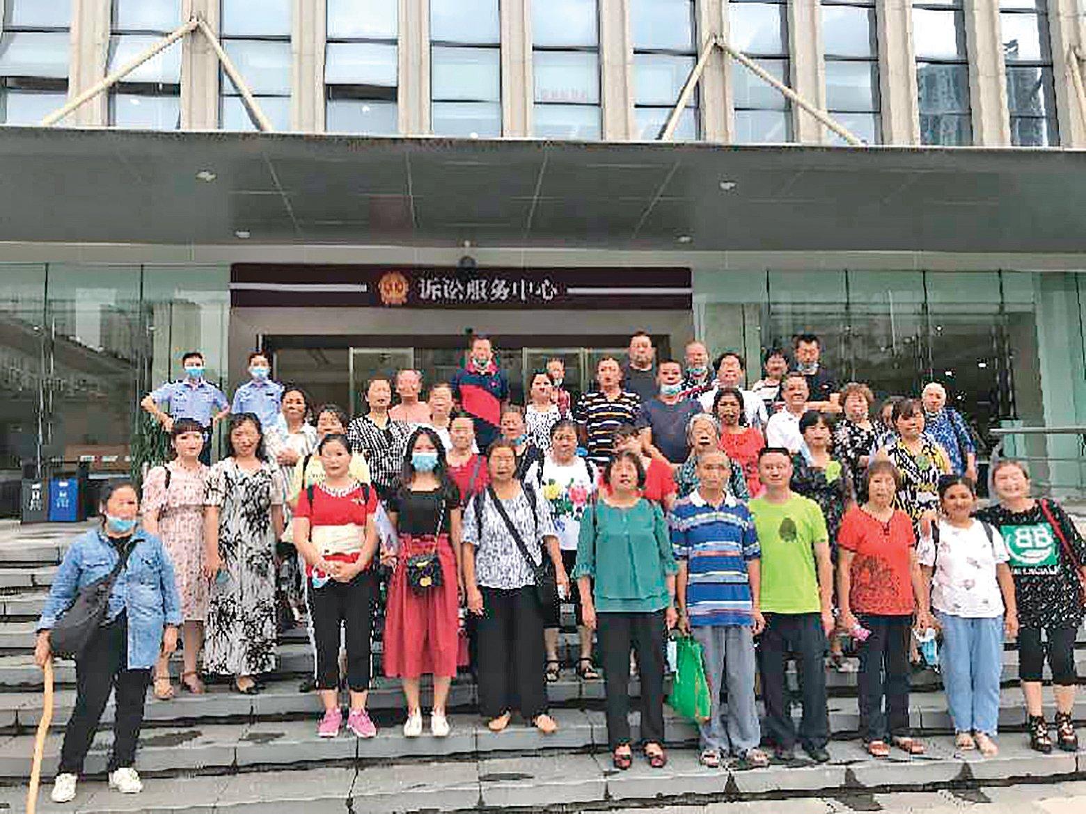 重慶公民晏祥菊被「搞事情」案,7月6日在渝北區法院庭審,吸引近40名公民旁聽。(受訪者提供)