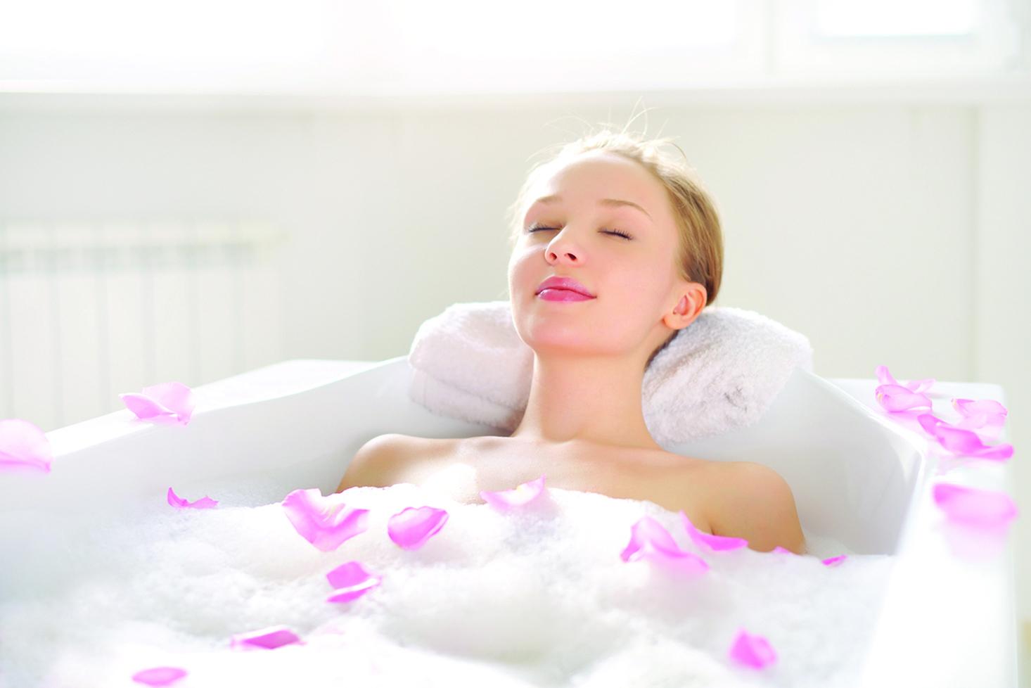 使用沐浴乳或洗髮精時,可添加適量的精油。
