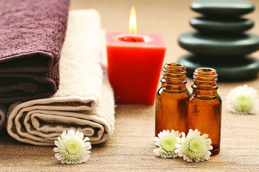 芳療是藉由精油達到舒緩身心的另類療法。