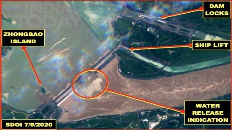 7月9日的衛星圖片顯示,三峽大壩一度全力洩洪(印媒公開的Sentinel衛星圖片)