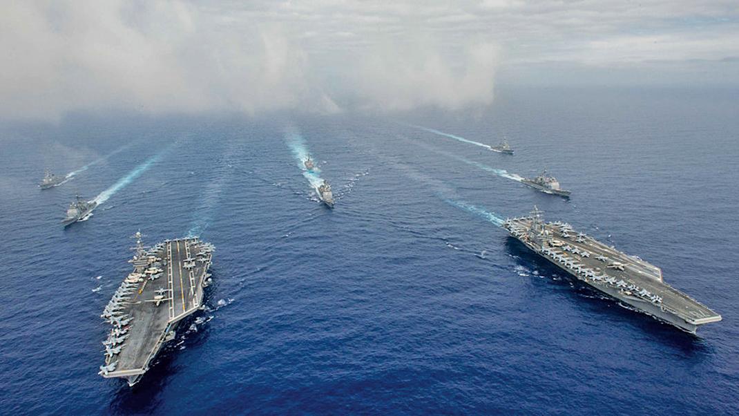 圖為美國兩個航母戰鬥群軍演示意圖。(Getty Images)