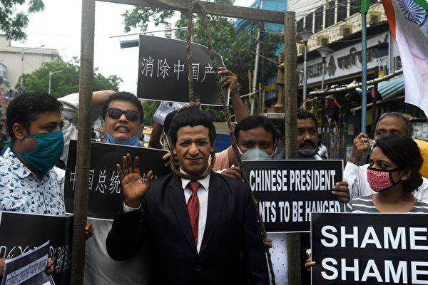 在印度加爾各答,2020年6月19日發生了反華示威。(DIBYANGSHU SARKAR/AFP via Getty Images)