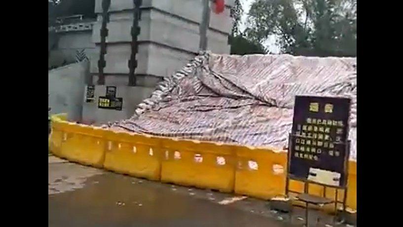 長江成「懸江」 武漢堤防滲水 重慶水深2米山泥瀉