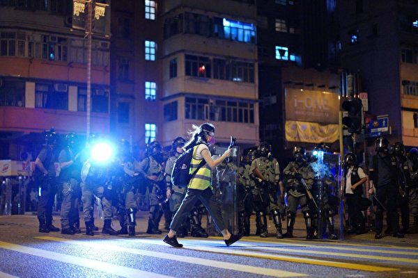 香港《大紀元時報》副社長盧潔女士7月16日接受《珍言真語》欄目主持人梁珍採訪時表示:「我們依舊堅守原則,堅持報道真實新聞,我們會一如既往。」(大紀元資料圖)