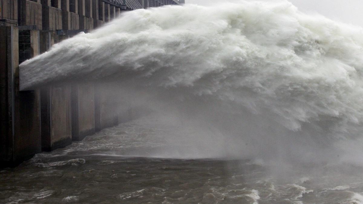 中共媒體自曝三峽大壩已是束手無策了,一旦潰壩將一直淹到南京。( China Photos/Getty Images)