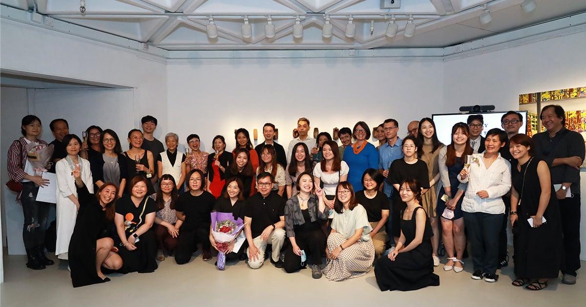 由香港藝術學院及澳洲皇家墨爾本理工大學合辦的藝術文學士課程26名學生今年畢業。(陳仲明/大紀元)