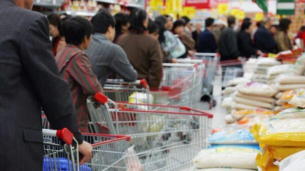 部份地區出現搶糧囤糧行為。示意圖(Cancan Chu/Getty Images)