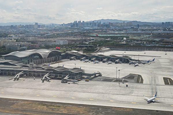 烏魯木齊市新一輪疫情爆發,7月16日起,該市機場航班多已取消。資料照。 (HECTOR RETAMAL/AFP via Getty Images)