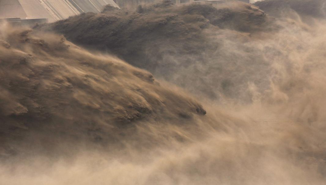 三峽大壩全力洩洪,造成到下游水位大漲,逾1,700公里堤防超警戒。示意圖(Getty Images)