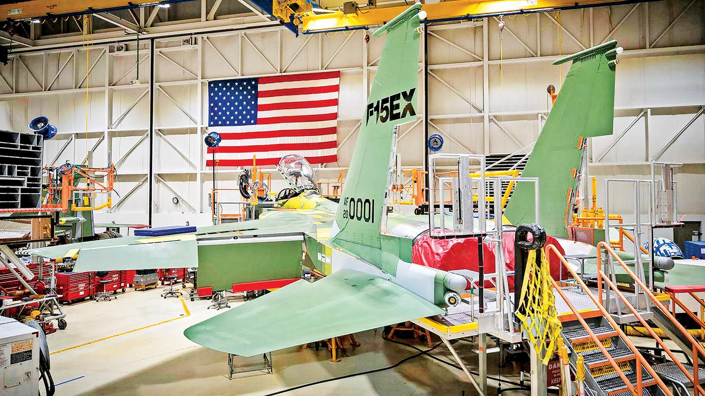美國空軍訂購首批8架F-15EX戰機,圖為波音位於密蘇里州聖路易斯的F-15EX生產線。(U.S. Air Force)