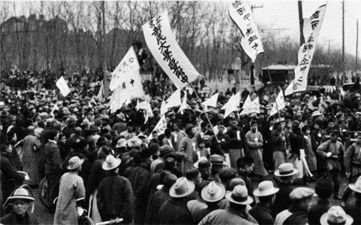 五四運動以愛國名義燒燬民宅、群毆嗜血的行為,正是後來共產黨以群體的名義剝奪個體權利,為了目的不擇手段的寫照。(網絡圖片)