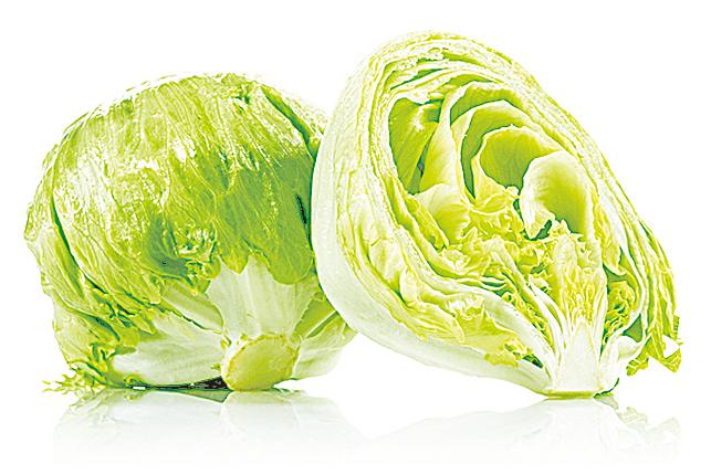 生菜買回家後應該先仔細檢查,剝去潮溼、枯萎或者有黏液的葉子。