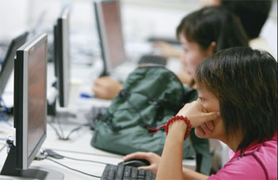 隨著大數據等科技的興起,中共對中國民眾的監控,已從昔日的防火牆、金盾工程,向更為嚴厲和全面的數字維穩體系發展。(AFP)