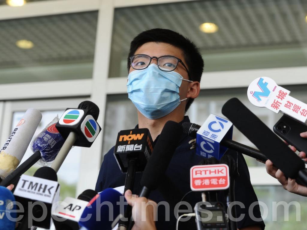 今日(7月20日),前香港眾志秘書長黃之鋒宣佈正式報名參選2020年立法會選舉。「不屈火苗,存亡號召」是今次黃之鋒參選的口號。(宋碧龍 / 大紀元)