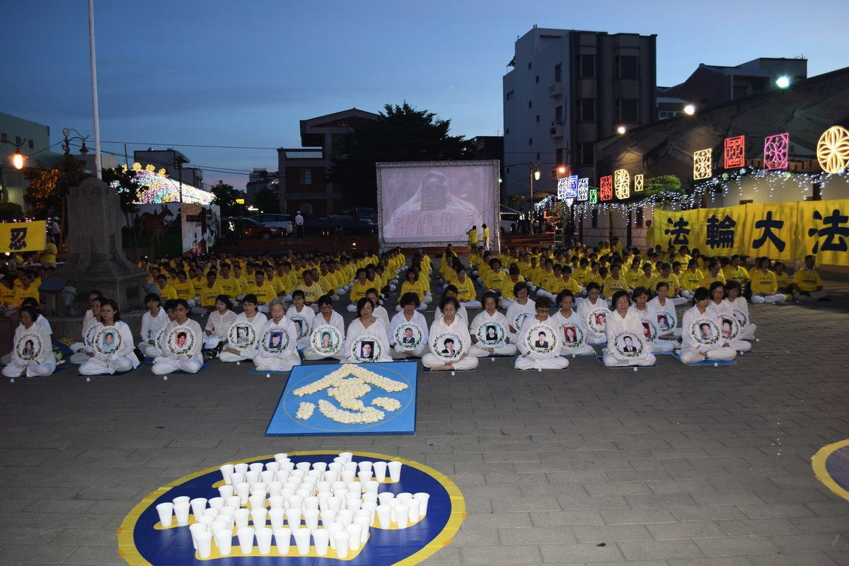 2020年7月18日晚彰化地區部份法輪功學員舉行燭光晚會,悼念被中共迫害致死的學員。(謝五男/大紀元)
