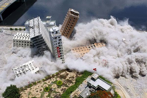 時事評論員文昭指,長遠來看,港區國安法正在令香港失去作為國際金融中心的條件和資源,所以未來股市下行是大趨勢。示意圖。(AFP)