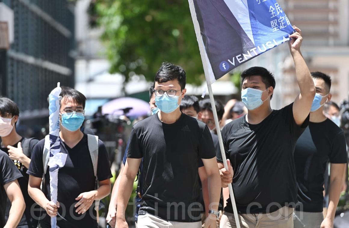 「民間集會團隊」發言人劉頴匡, 7月22日宣佈正式報名參選9月立法會選舉,將會簽署確認書。(宋碧龍/大紀元)
