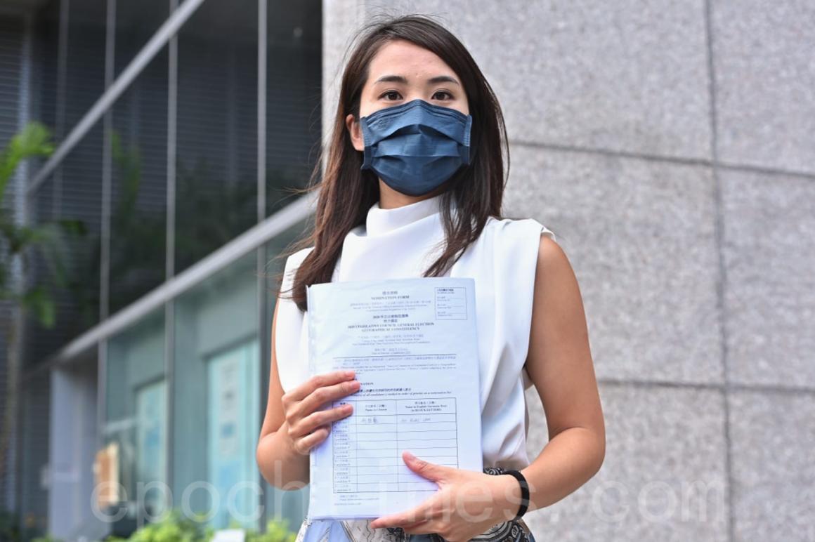 立法會選舉提名日前展開,在民主派初選勝出的前立場新聞記者何桂藍7月22日報名參選。(宋碧龍/大紀元)
