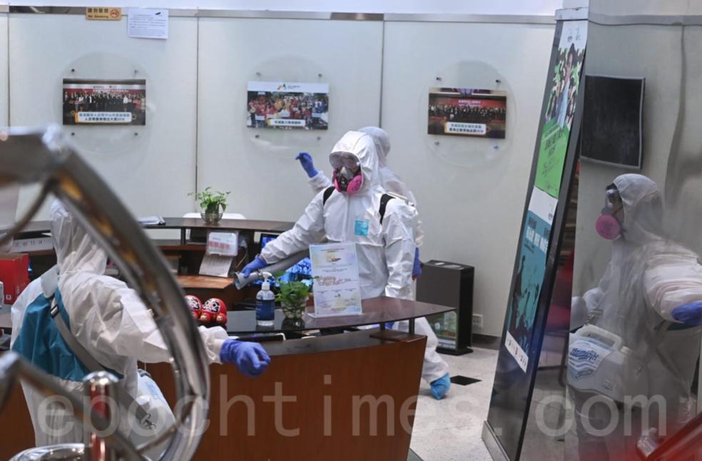 7月22日,新城電台位於黃埔的辦公室正在進行加強版消毒,全部員工撤離。(宋碧龍/大紀元)