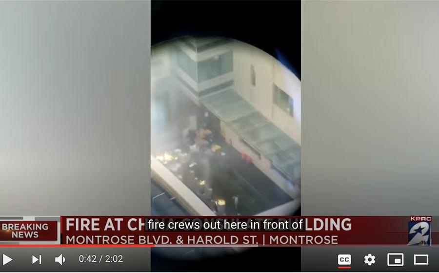 █ 從高空拍攝的影片看到,總領館後 院擺放了六七個大桶,裏面在焚燒文 件。( 影片截圖)