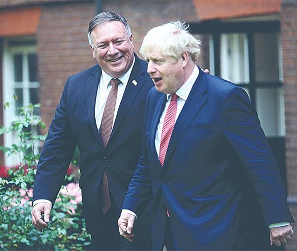 █ 美國國務卿蓬佩奧訪問英國。圖 為他21 日中午,與英國首相約翰遜會晤。(Hannah McKay WPA Pool/ Getty Images)