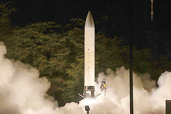 兩個星期前,美國防部已證實,美國成功試射了17倍音速的高超音速導彈。圖為陸軍的先進高超音速武器在2011年進行飛行測試。(美國陸軍網站)