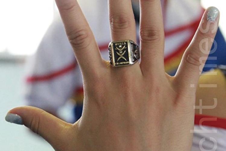 美國海關7月7日在甘迺迪國際機場沒收了144枚大陸山寨冠軍戒指。圖為示意圖。(許享富/大紀元)