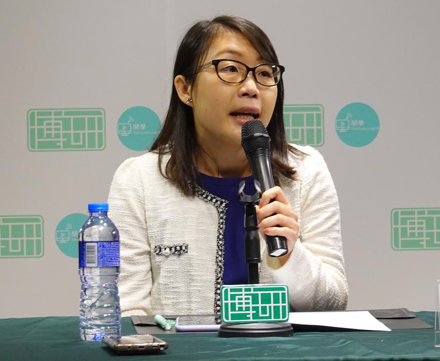 「心繫家庭」家長教育計劃講員及促進員呂燕華提出促進親子關係的五大建議。(曾蓮/大紀元)