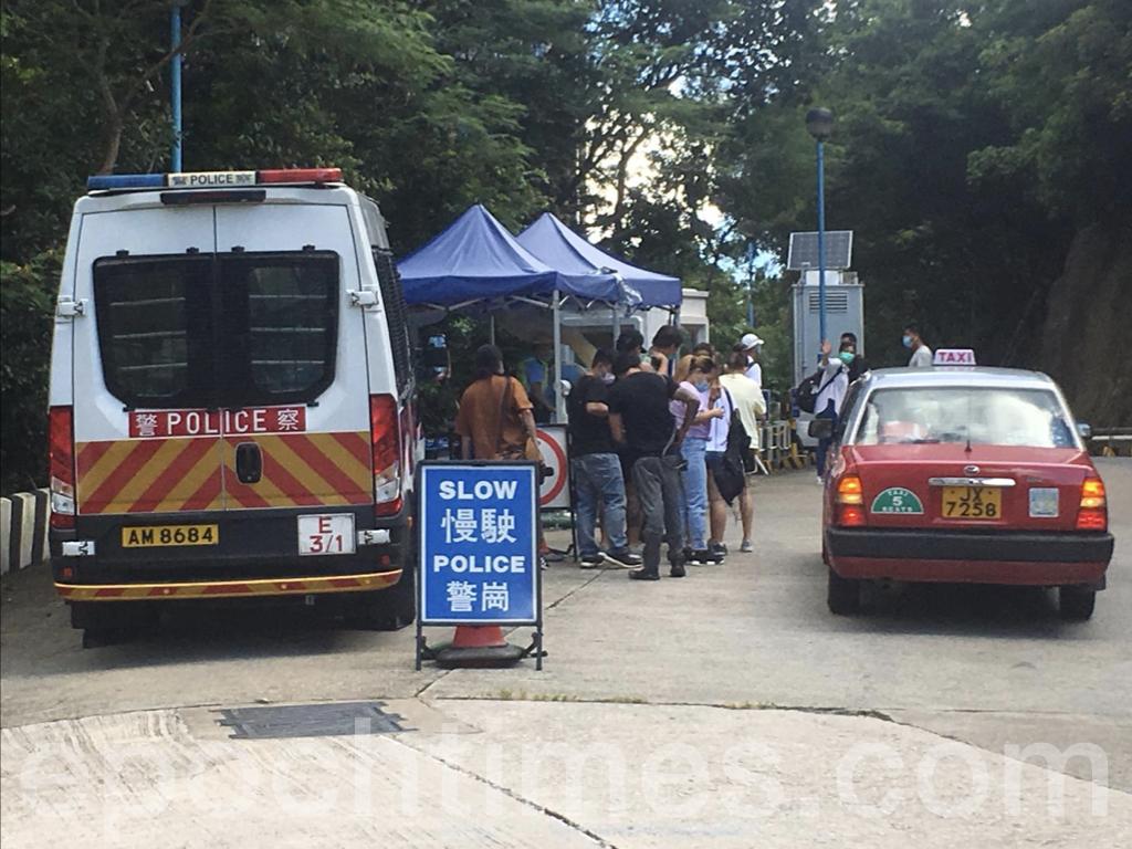 外界擔憂香港恐將建造多座類似火神山的武漢肺炎隔離營,使居住在香港的人士難有機會涉外旅行。(陳泓銘/大紀元)