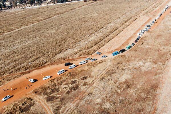 南非中共病毒(武漢肺炎)疫情嚴重。圖為,2020年7月25日,在索韋託的公墓的入口處。(MARCO LONGARI/AFP via Getty Images)