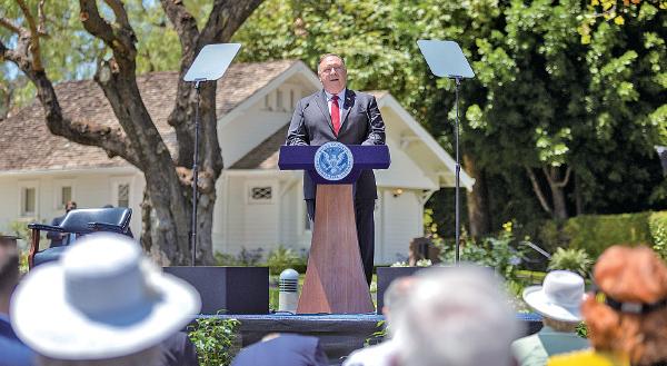 █ 魏 京 生 引 述蓬佩奧說, 哪怕美國在中 國的使領館一 個人不剩, 也 不會改變針對中共的政策。 (David McNew/ Getty Images)