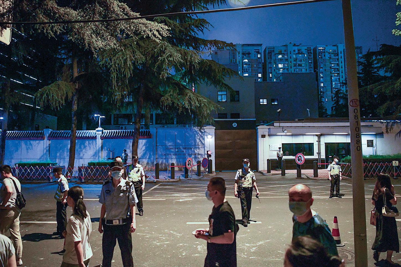 領館正門 (Getty Images)